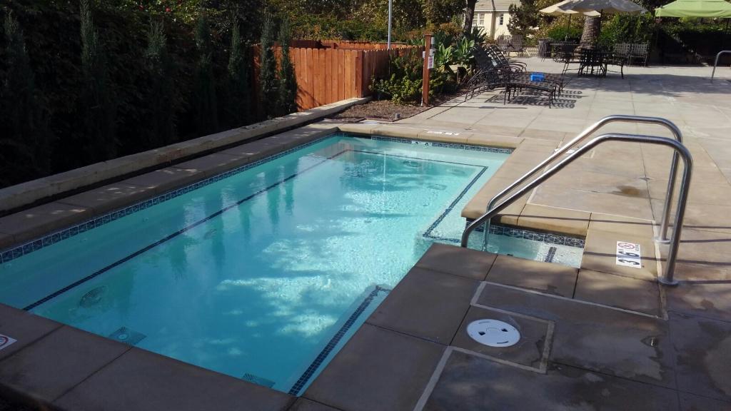 Bakersfield_Pool.JPG