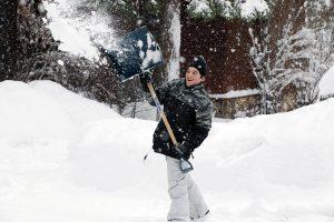 1579435209_kid_shoveling.jpg