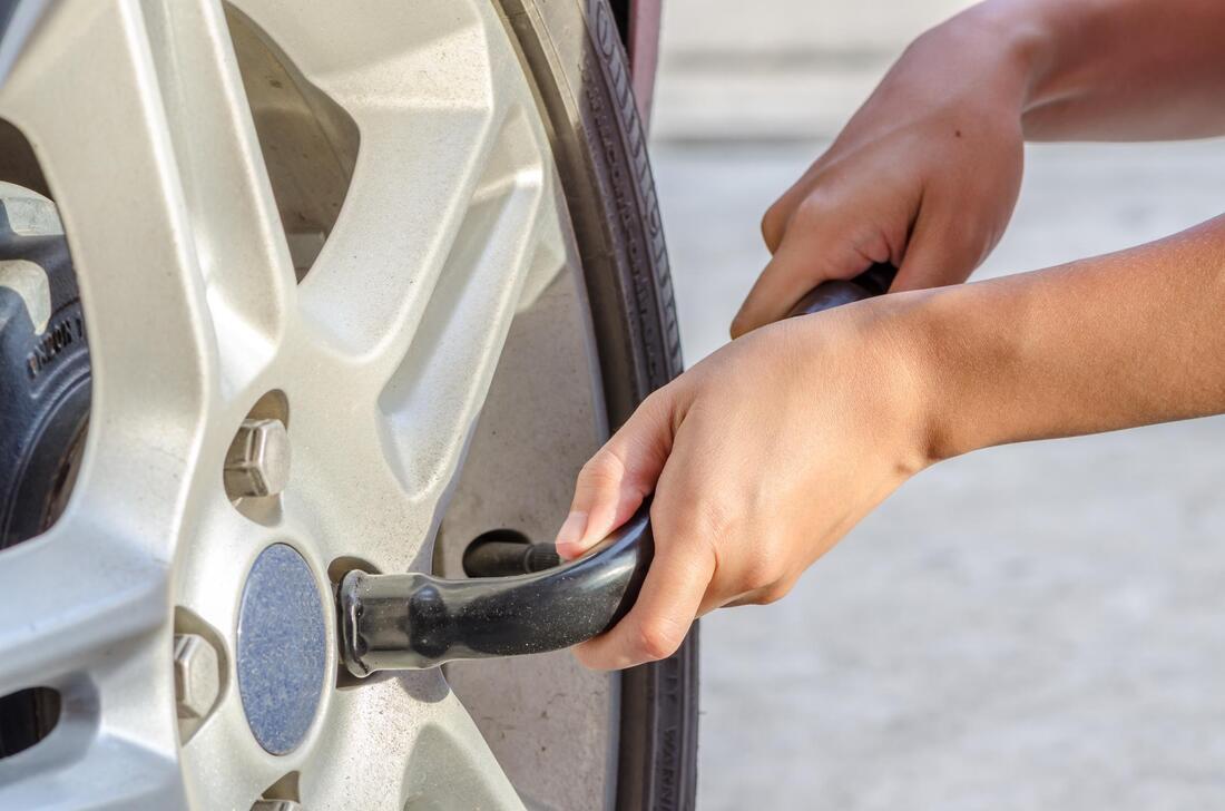 24-7-towing-burlington-24-7-tire-change-1_orig.jpg