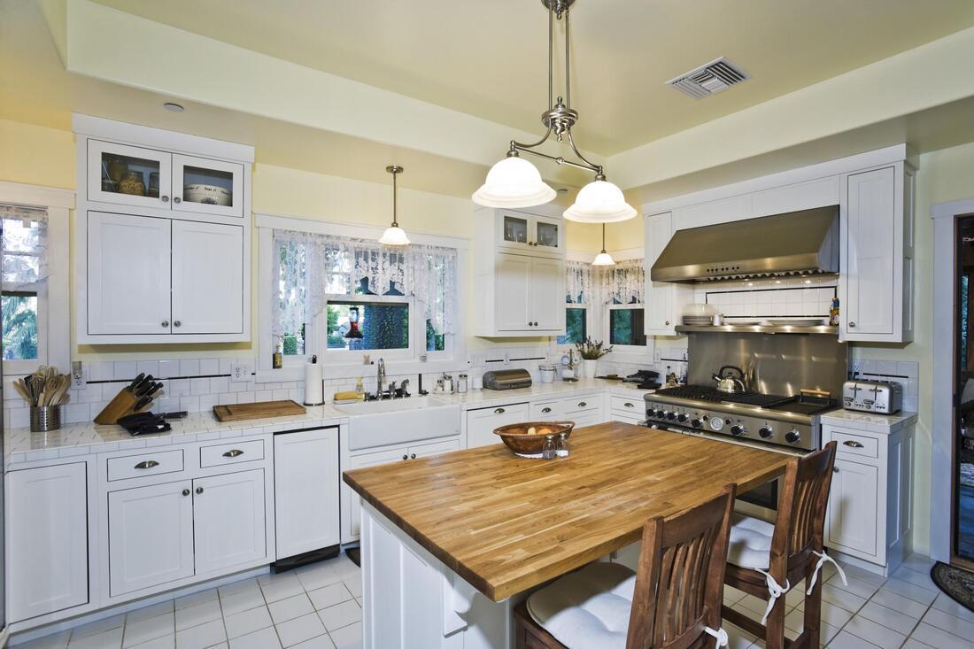 house-painting-and-drywall-repair-cabinet-painting-1_orig.jpg
