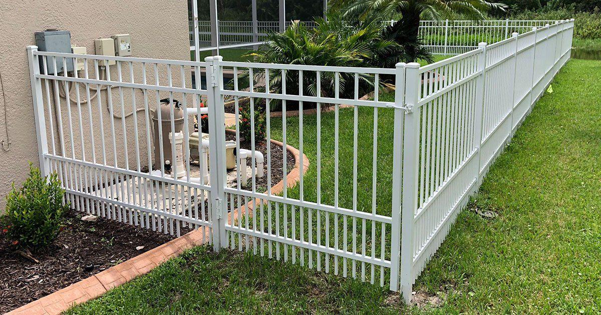 white-aluminum-fence-1920w.jpg