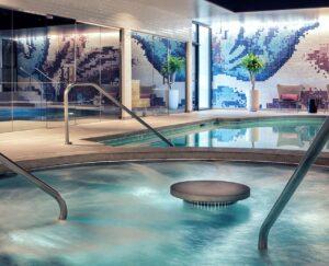 woodside-kansas-city-health-club-with-spa-pools